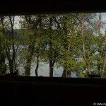 Blick aus dem Wohnwagen-Fenster Richtung See